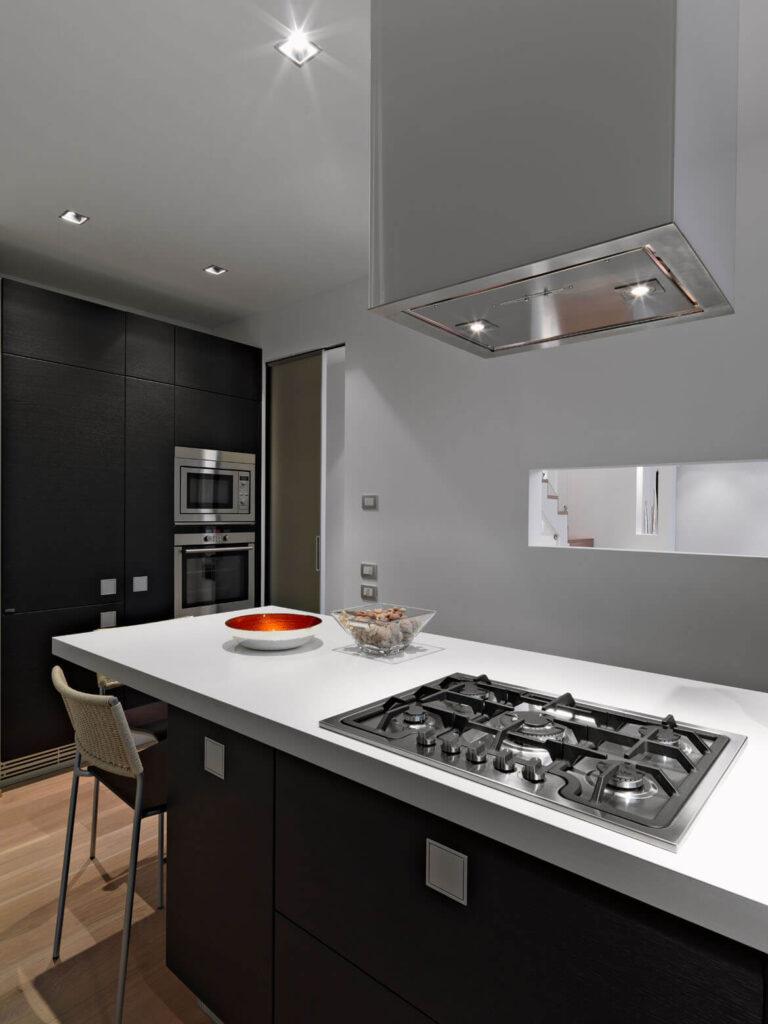 Küche mit Dampfabzug nach erfolgreicher Reinigung durch die Firma VentoClean