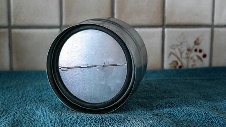 Saubere Rückstauklappe nach erfolgreicher Reinigung der Firma VentoClean